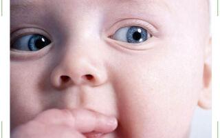 Ребенок закатывает глаза вверх, вниз, в сторону