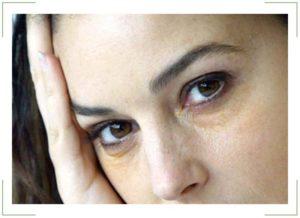 Желтые белки глаз: причины и лечение
