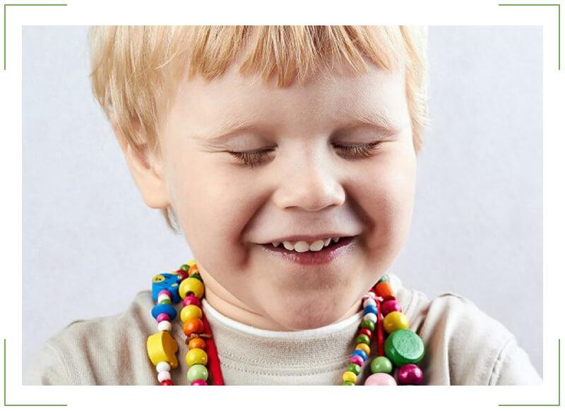 Ребенок часто моргает глазами – причины. Почему ребенок часто моргает глазами и жмурится?