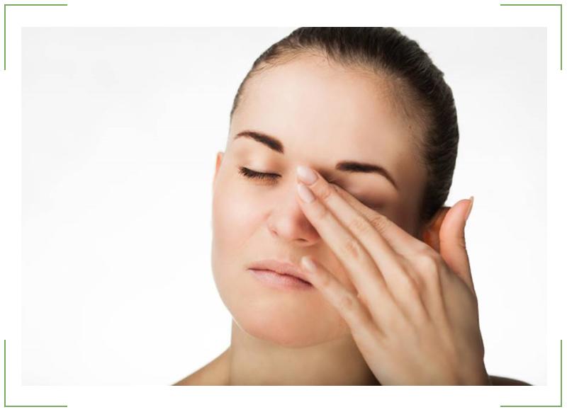 Дергается верхнее веко правого глаза причины лечение