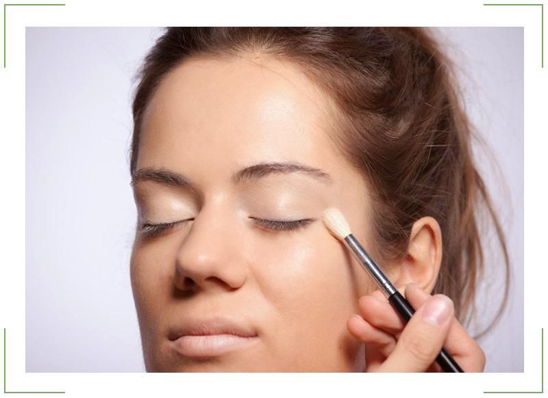 Сколько проходит синяк под глазом: сроки, лечение, маскировка